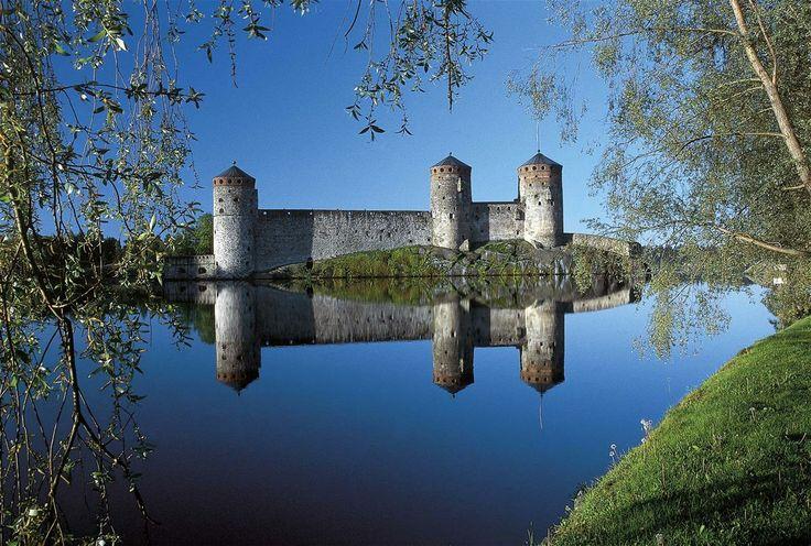 Die Burg #Olavinlinna in #Savonlinna gilt als die am besten erhaltene Mittelalterburg in Nordeuropa.