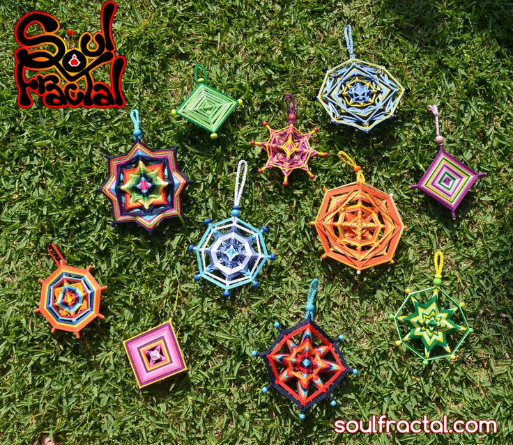 Grupo Mandalas tejidos ❥ Para interior y también poder llevarlo a exteriores para disfrutar/meditar con tu mandala. Dependiendo de como lo coloques y la Luz/Sol que le dé, encontrarás matices e inspiración diferente y extraordinaria... que te ofrecerá Paz y Serenidad al instante. + Descripción en web ツ #talisman #meditación #relajación #mandalas #creatividad #color #luz #serenidad #unidad #protección #magia #decoración #espitritualidad #arte #ArteSano