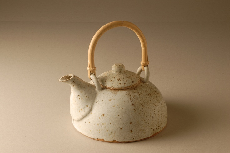 Teapot II 2006 gres gris y esmalte nieve 30 x 20 x 15 cm