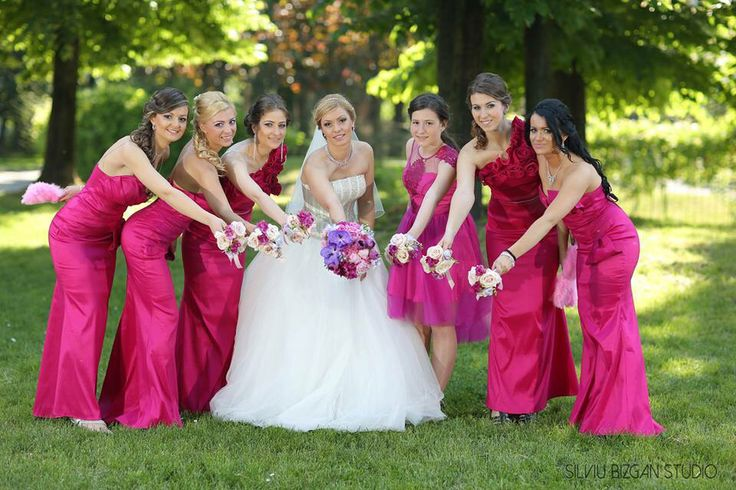 A fuchsia wedding .. Love it!! Beautiful bride and also hers bridesmaids .. A Danielle Design wedding