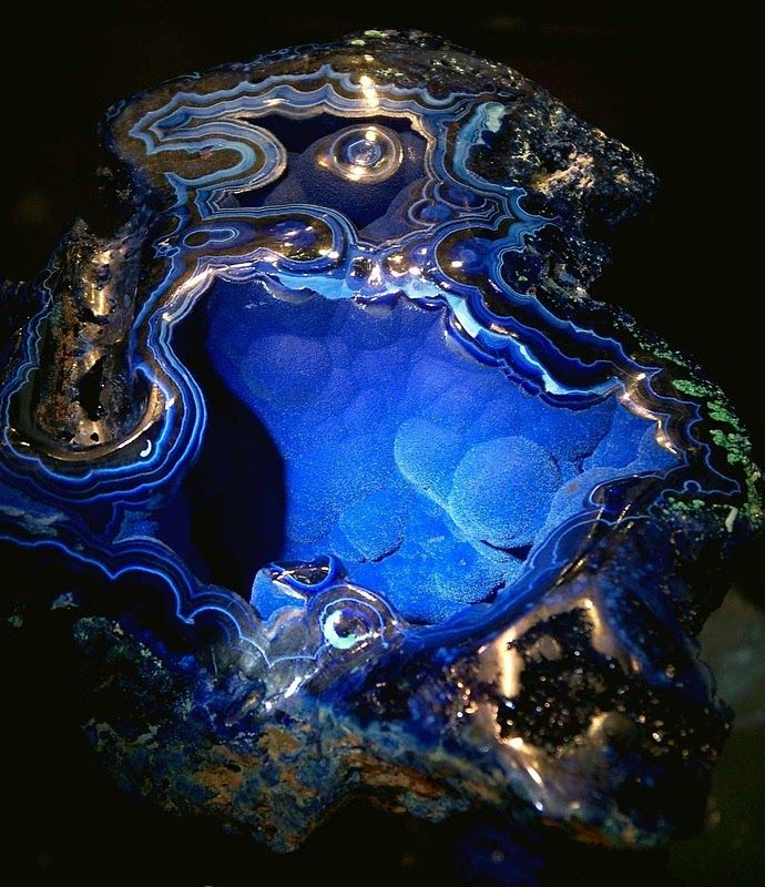 "Azurit Geode. + Pyrit + Malakit.  Azurite, Velvet Beauty. It was found in 1890 at Bisbee, Arizona, U.S.A.  The chunk weighs about 3 pounds ( 4.9 KG ) and is about 9"" ( 23 CM ) in diameter.  For sale at the 2007 Tucson Gem & Mineral Show : asking price, US$ 25,000"