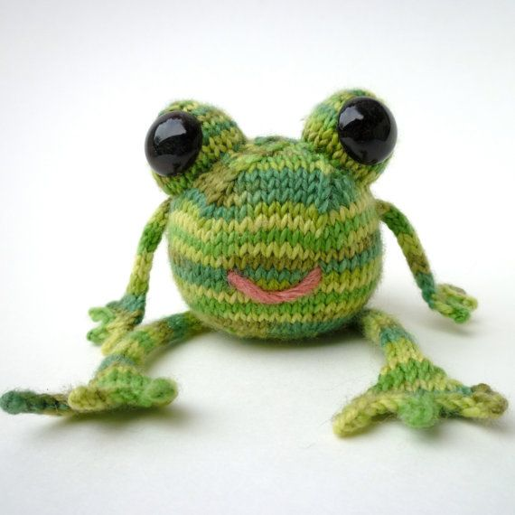 Knitted Frog Pattern : 74 best images about Crochet Frogs on Pinterest Free pattern, Amigurumi dol...