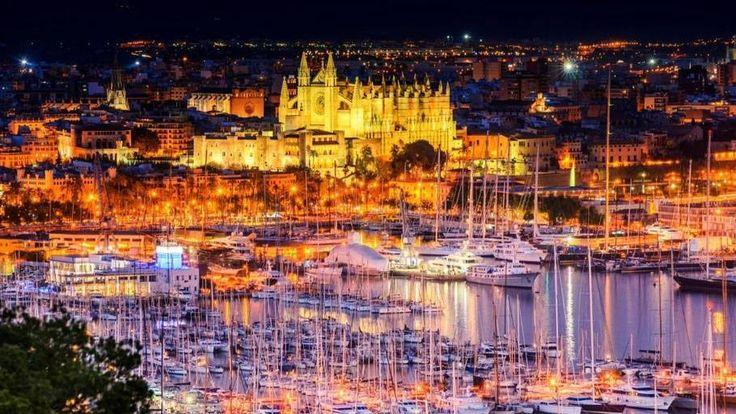 Palma ligger smukt ved havet og er beriget med smukke bygninger. Iøjnefaldende er den store katedral tegnet af arkitekten Gaudi. (Foto: iStock)