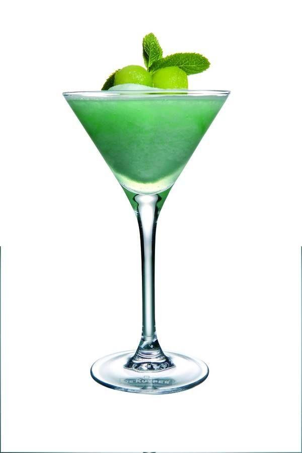 Een+heerlijke+fruitige+cocktail.+Meer+heerlijke+recepten,+tips+van+professionele+cocktailmakers+en+informatie+over+bereidingswijze+vind+je+in+de+cocktailspecial+op+Smulweb.