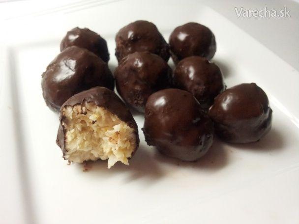 Kokosky, ktoré chutia každému. Jednoduchá, rýchla  dobrota pre všetkých. Už počas tuhnutia minimálne  polovica záhadne zmizne. :)