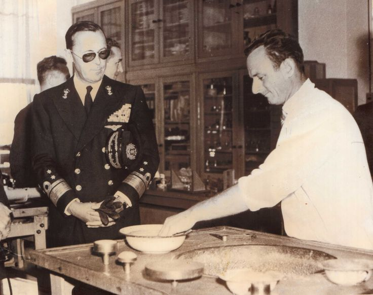 Prins Bernhard op bezoek bij Jan Oudendorp