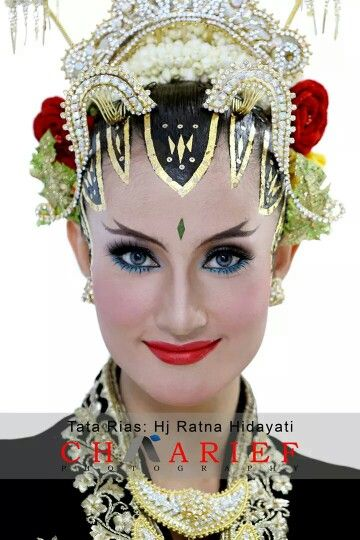 Tatarias Paes Ageng Kanigaran by Hj Ratna Hidayati