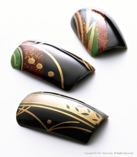 False nails made from Japanese lacquer