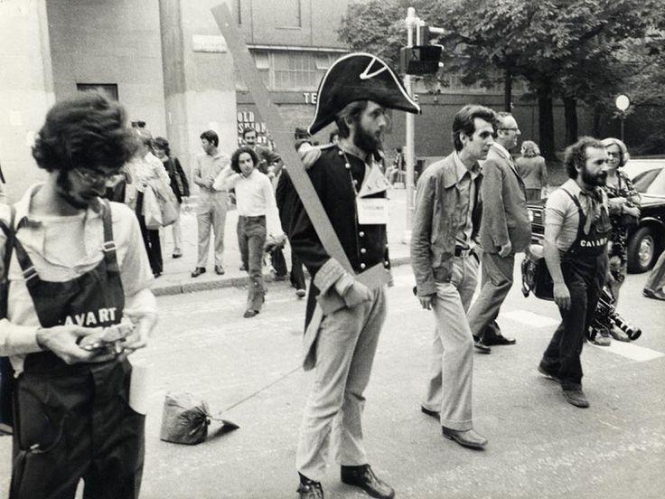 1973 performance di Michele De Lucchi all'inaugurazione della XV Triennale di Milano - #triennale #design #delucchi #1973