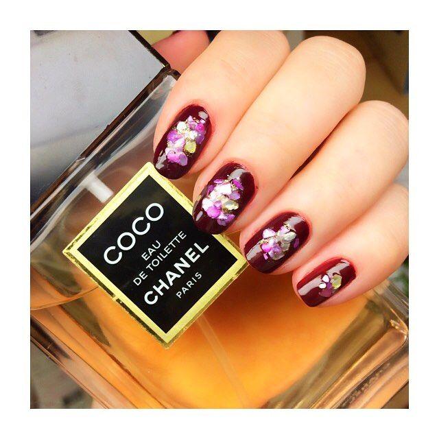 . 昨日やり直したネイル💅🏻w ピンク パープル ブルー イエローの石砕いたやつ(???)をジェルっぽくなるポリッシュで埋めた🤤💕笑 . . . #instagram #instagood #fashion #followme #f4f #l4l #like4like #nail #self #selfnail #ネイル #セルフネイル #purple #polish #chanel