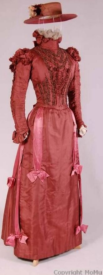 English Victorian redbrown silk dress with separate bodice and skirt. Decorated with embroidered beadwork, ruches and bows.  Matching hat <3 1895- 1900. Source: Antwerp Fashion Museum, Mode Museum. T09/247AB/J105.