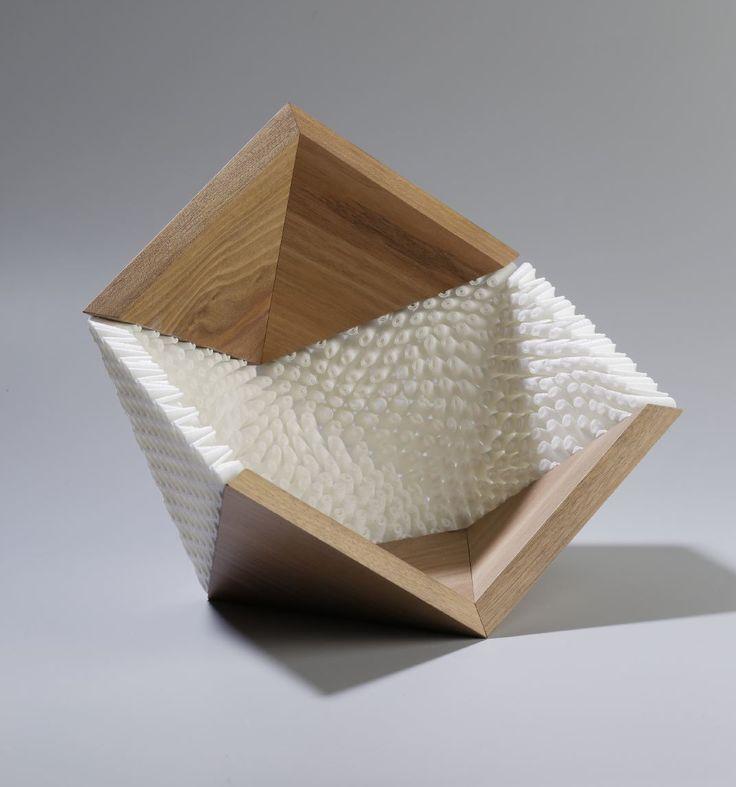 Paris Design Week , Now le Off. Objet domestrique en bois massif etimpression 3d. DididerVersavel -designer/ Jean-Marc Estaque -ébéniste / Crédit Photo : Marc-Mesplie