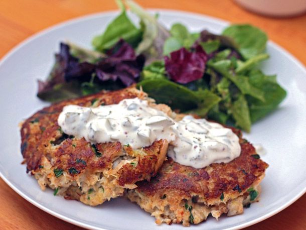 Eastern Shore Crab Cakes http://www.seriouseats.com/recipes/2012/01/eastern-shore-crab-cakes-recipe.html?utm_source=feedburner_medium=feed_campaign=Feed%3A+seriouseats%2Frecipes+%28Serious+Eats%3A+Recipes%29_content=Netvibes