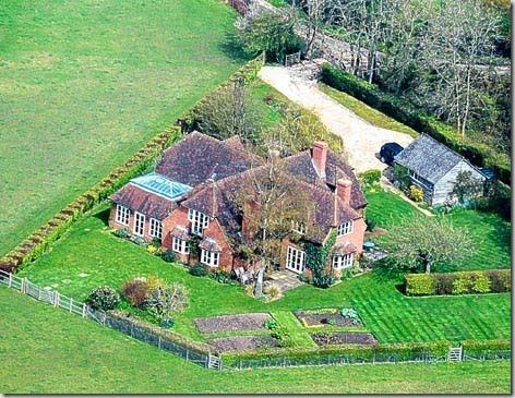 Kate Middleton's family home in Bucklebury is a beautiful five bedroom house that appears to be set in a bucolic meadow. Kate's family moved into this house when she was 13 years old. It seems as if there is a great connection between the house and its landscape.