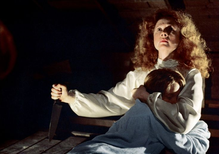 Piper Laurie as Margaret White and Sissy Spacek as Carrie, 1976