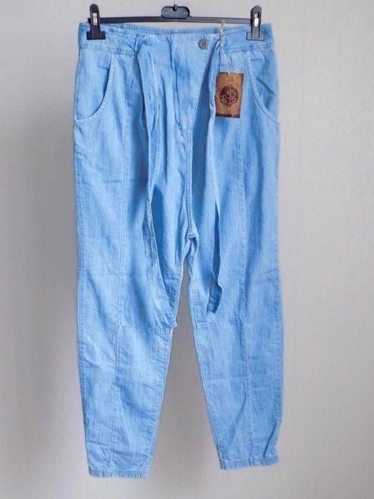 Saroual le temps des cerises Neuf  en jeans léger,le temps des cerises idéal pour les beau jours...à saisir....
