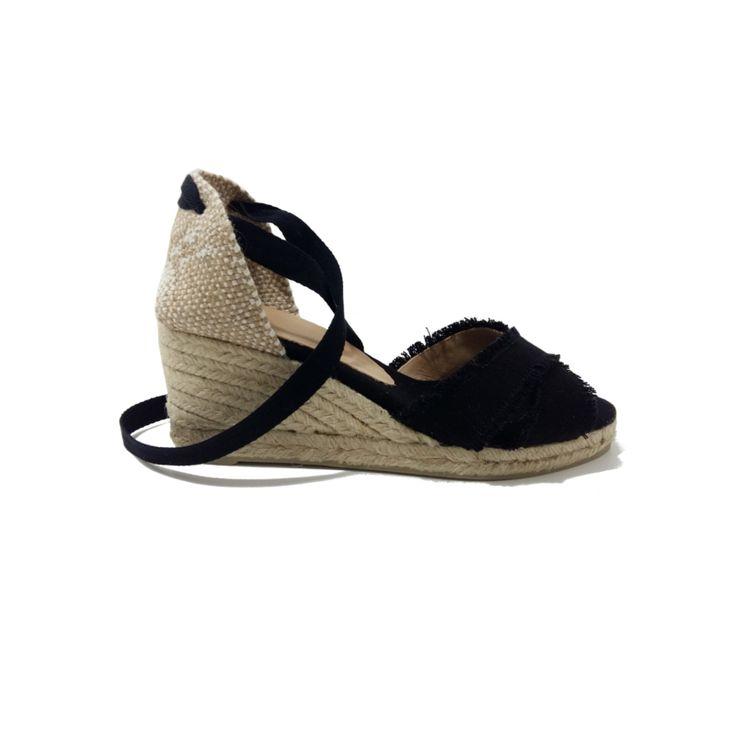CASTANER Espadrilles Noires tendance été 2018. Espadrilles compensées noires en toile pour la ville, la plage, les vacances ou un voyage. Mode femme tendance été 2018 couleur Noir. #espadrilles #chaussure #noir #castaner ~#été