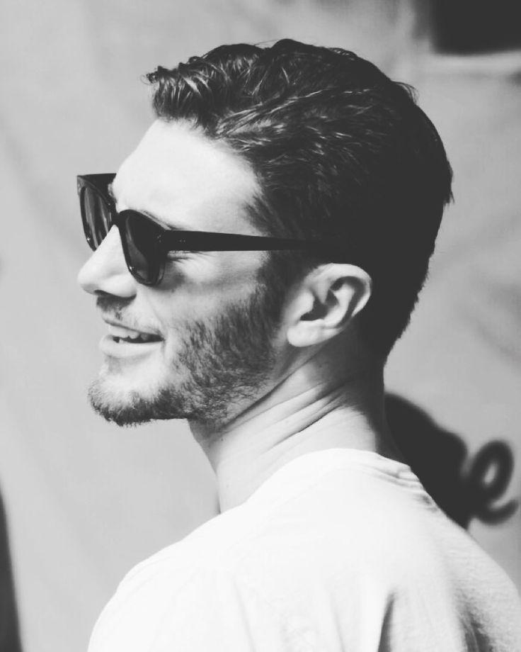 #StefanoDeMartino Stefano De Martino: •Sorridi che la vita ti sorride!•