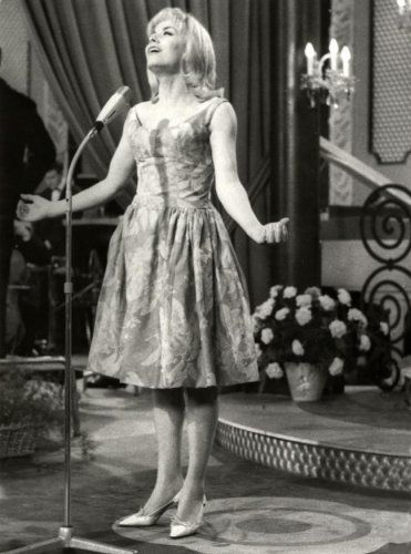 Eurovision Song Contest 1962: winner Isabelle Aubret, France