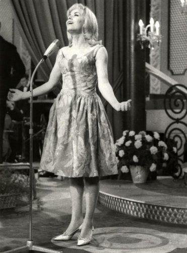Eurovision Song Contest 1962: winner Isabelle Aubret, France
