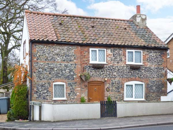 A Lovely Detached Cottage Sleeping Four In Two Bedrooms Norfolk Cottages Rent Cottage Holiday Cottages To Rent