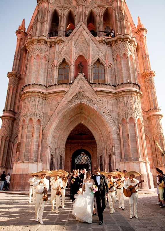 San Miguel de Allende Church...........Someday would love to renew my vow's there <3