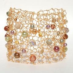 The danish artist Eliz · Elisabeth Arnstad Jewellery · Traditionelt håndarbejde på en anderledes måde ...     - med sølv og guld i stedet for garn. Smukke smykker i et delikat og spindelvævs-agtig udtryk. Feminint og råt. .