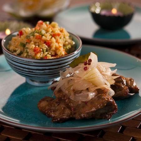 Pácolt mangalicatarja hagymaraguval és zöldséges bulgurral -- Mindmegette.hu