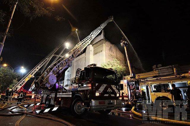 FEATURED POST   @molinafirerescue - FOTO DESTACADAEl trabajo de escaleras mecánicas en la 3ra alarma de incendio que destruyó discoteque Kmazu en la intersección de Blanco Encalada y Bascuñan Guerrero comuna de Santiago. [06/12/2016]  #firefightermotivation #fire #firedept . ___Want to be featured? _____ Use hastag chiefmiller  WWW.CHIEFMILLERAPPAREL.COM . . CHECK OUT! Facebook- chiefmiller1 Periscope -chief_miller Tumblr- chief-miller Twitter - chief_miller YouTube- chief miller