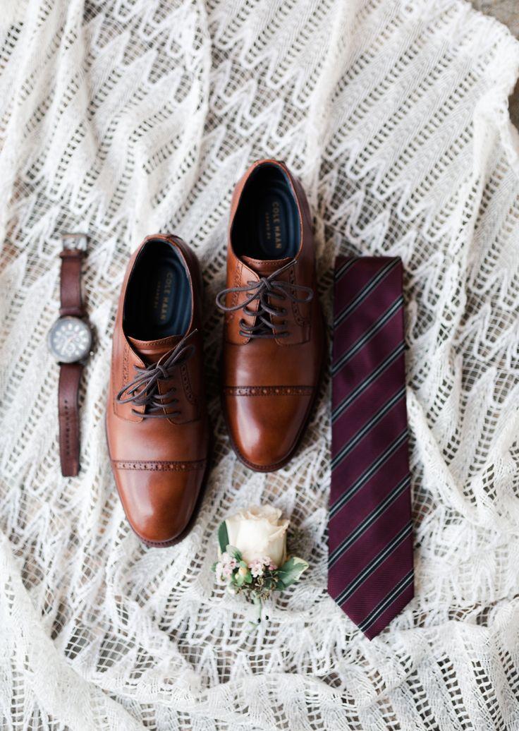 Préparez-vous avec le marié! Ces détails de marié sont chic et classique. | SwishNCli … – SWISH + CLICK PHOTOGRAPHY