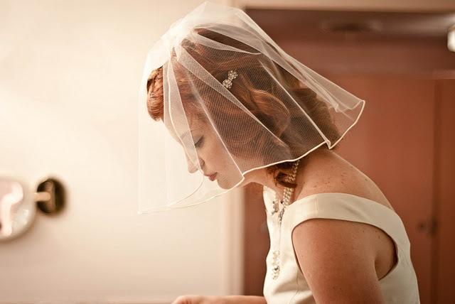Love her short veil!