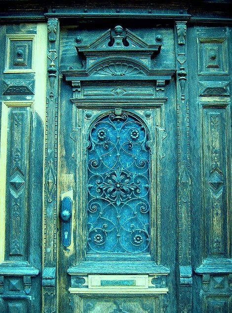 It was said in bible study today that my room in the Master's kingdom would be turquoise. This is the door!