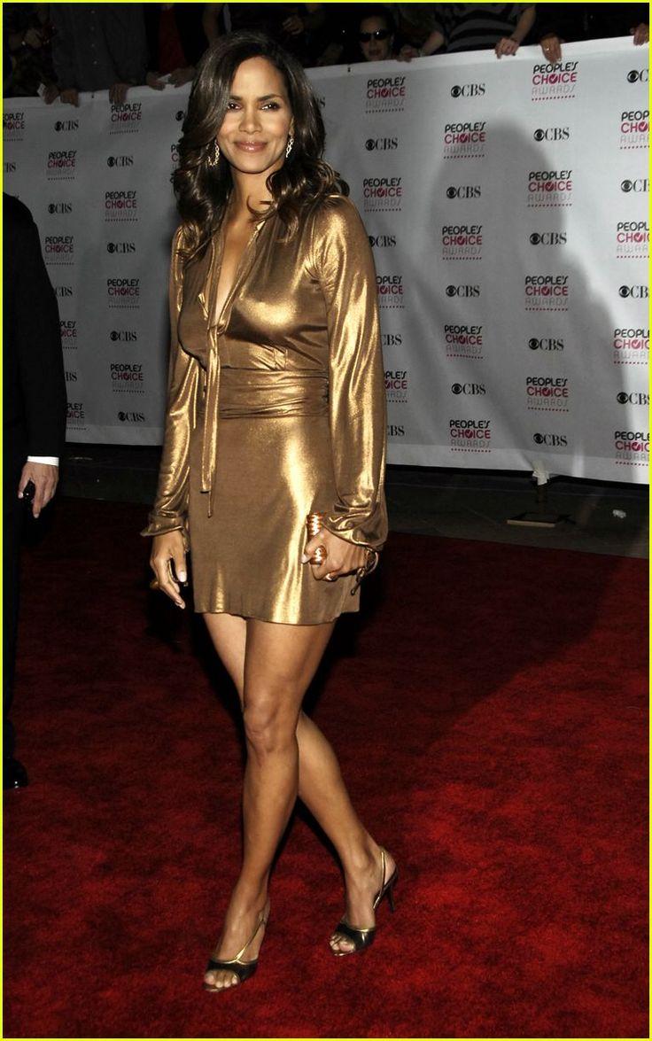 Halle Berry leg pics | Halle Berry Legs