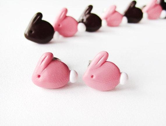 d'adorables petits lapins en boucles d'oreille ! (disponibles dans toutes les couleurs, sur commande et sans supplément de prix)