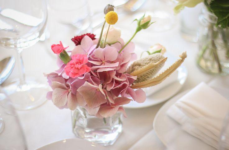 Centros de mesa #wedding #decoration #centerpiece #hydrangea #craspedia #billyballs #carnation #clavel #flowers #pink #azahar