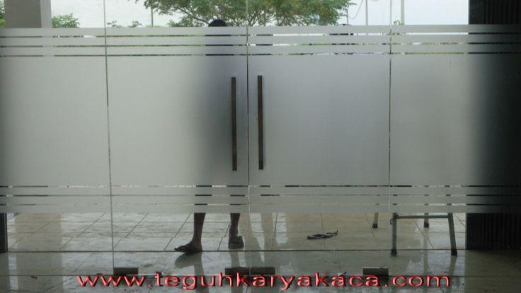 pintu kaca