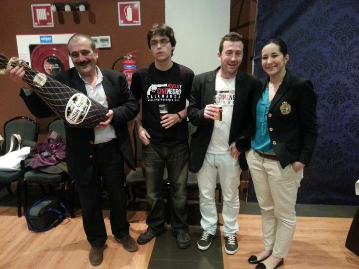 Organizadores y premiado junto a María Luisa Martín
