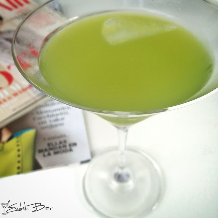 Alien Secretion www.evdekibar.com Malibu+Midori+ananas suyu #AlienSecretion #booze #drink #cocktail #kokteyl #evdekibar #midori #pineapplejuice #mixology #mixologist #yummy #delicious #tasty #love #alien #tarif #recipe