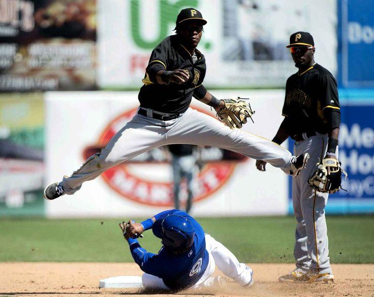 Belle photo d'un match de baseball entre les Pirates de Pittsburgh et les Blue Jays de Toronto, le 8 mars à Dunedin en Floride.