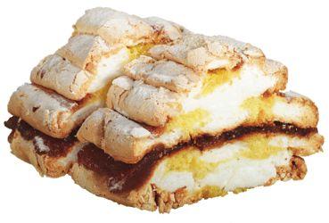 Kardinális szelet 2. - tojásfehérjéket verd,porcukorral keverd,vaníliás cukrot,fehér masszát,papírokra hosszában,sárga masszával,tepsit előmelegített,alsó felüket,fehér csík,végén amit, - margitanya Blogja - 2010-03-10 11:40