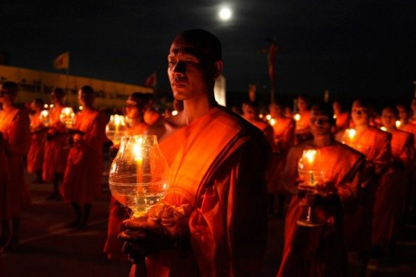 Makha Bucha is a celebration you can only enjoy in Buddhist countries and is therefore celebrated in Laos. This year it falls on the 22nd of February. But what is Makha Bucha? And how is it celebrated? Read all about it on our blog! (Feb 2016)  #MakhaBucha #Holiday #Buddhism #Celebration#Travel #Tours #TravelAgent #TravelTip #Laos#SoutheastAsia