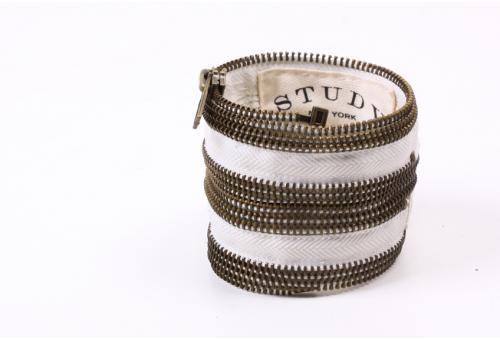 white and gold double zipper cuff : Crafts Diy'S, Men'S Accessories, Crafts Idea, Accessories Man, Zippers Cuffs, Classic Accessories, Diy'S Jewelry, Double Zippers, Dyi Fabrics Bracelets