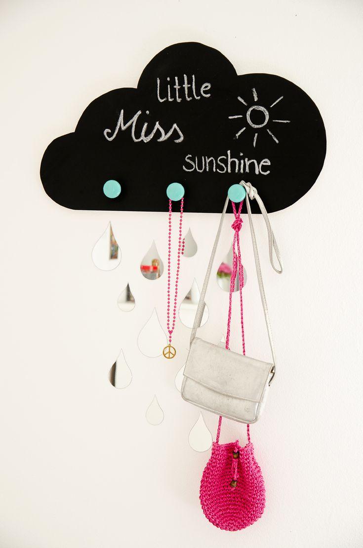 DIY Garderobe für das Kinderzimmer in Wolkenform mit Tafelfolie und Regentropfen mit Material von bonprix