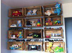 Sabe aqueles caixotes de feira ou supermercado velho e que ninguém quer mais? Veja 20 idéias de como reutiliza-los na decoração do quarto das crianças.