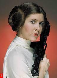 Carrie Frances Fisher (21 de octubre de 1956) es una actriz estadounidense de cine y televisión. Dos años después surgió el papel por el que sería ampliamente reconocida, la Princesa Leia Organa, en la inicialmente conocida como La guerra de las galaxias (1977), una interpretación que repitió en las continuaciones El Imperio contraataca (1980) y El retorno del Jedi (1983). Volverá a interpretar a este personaje en el Episodio VII, que está en producción y se estrenará en 2015.
