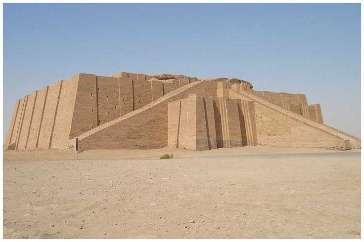 Зиккурат Ур-Намму в Уре (21 в до н.э.), Платформа первоначально была нужна, чтобы уберечь храм от разлива Тигра и Евфрата. Зиккурат - платформа, на вершине которой - храм. Пирамида - храм на входе, в самом низу.