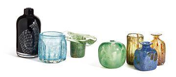 BENNY MOTZFELDT HILL 1909 - OSLO 1996  vases  Plus, 1970 / 80s.  Blown glass in various colors / techniques, H: 9-18cm. Two pcs. unmarked five pieces. acid labeled Plus BM Norway.