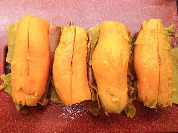How to Cook a Sweet Potato (I'm not a fan of them microwaved. This looks like they'll be fully cooked without drying out. Nice and creamy)