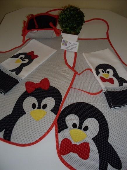 Kit contendo 2 aventais com aplicação em patchwork ( pinguim menino + pinguim menina) 2 panos de prato com aplicação em patchwork ( pinguim menino + pinguim menina) 1 cesta de pães (4 pães) ideal para presentar em chá de cozinha. várias opções de estampas e cores R$105,00