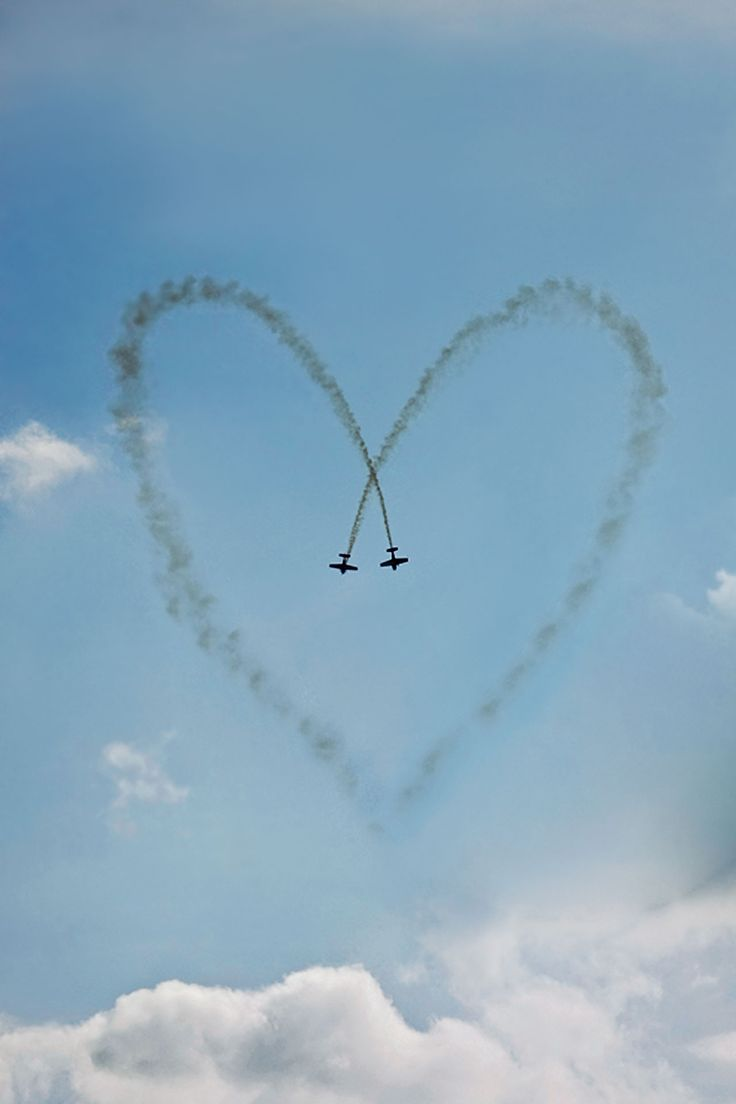 .: Red Arrows, Wedding Receptions, Sky, Airplane, Heart Art, Receptions Ideas, Love Heart, Weights Loss, Planes